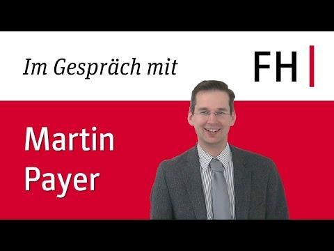 Erika im Gespräch mit Martin Payer, CEO der FH JOANNEUM