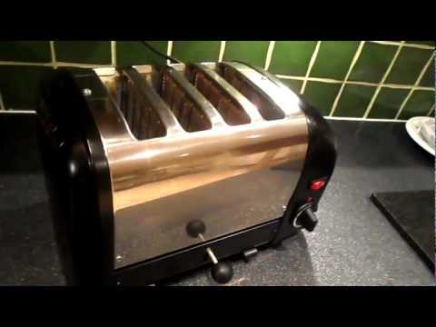 REVIEW WORLDS BEST QUALITY TOASTER BY DUALIT ONE OF THE LAST UK MANUFACTURERS LEFT £130 - £160