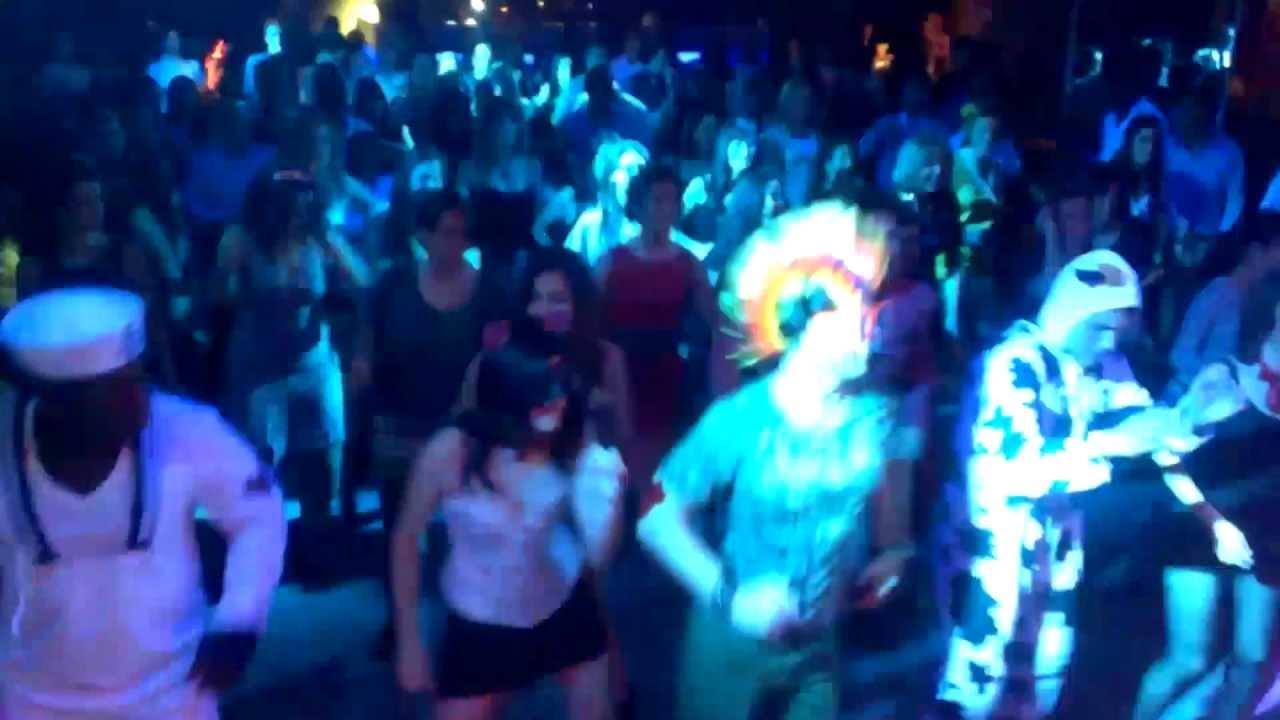 Fiesta de carnavales s bado discoteca tropical house for Discoteca plaza de los cubos madrid