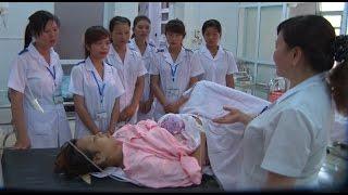 """Phóng Sự Việt Nam: Thầm lặng những """"Nữ chiến sĩ"""" áo trắng"""