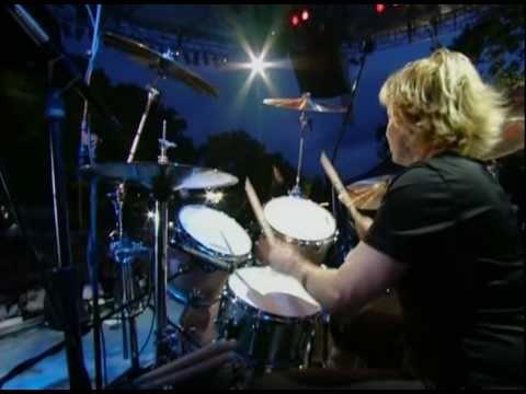 Go-Go's - Skidmarks On My Heart (Live in Central Park '01)