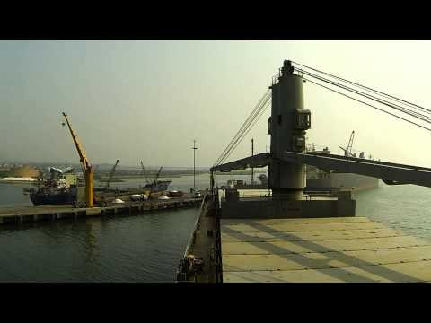 HARBOR PILOT (ch.14) [HD] - Bela Nesia berthing Camranh portside to (swinging)