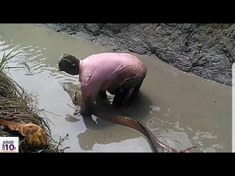 ظن أنها سمكة عادية لكن عندما إستخرجها من الماء كانت الصدمة سبحان الخالق..!!!