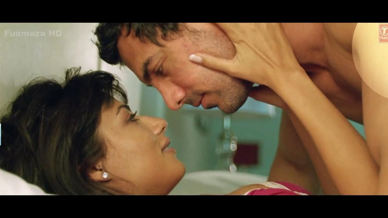 Chitrangada Singh Kissing Scene