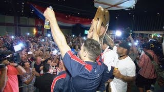 Amazing scenes as the Sydney Roosters greet their fans at Eastern Suburbs Leagues Club