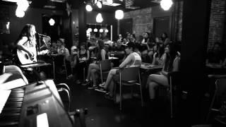 Darian Renee - Hung Up - Live