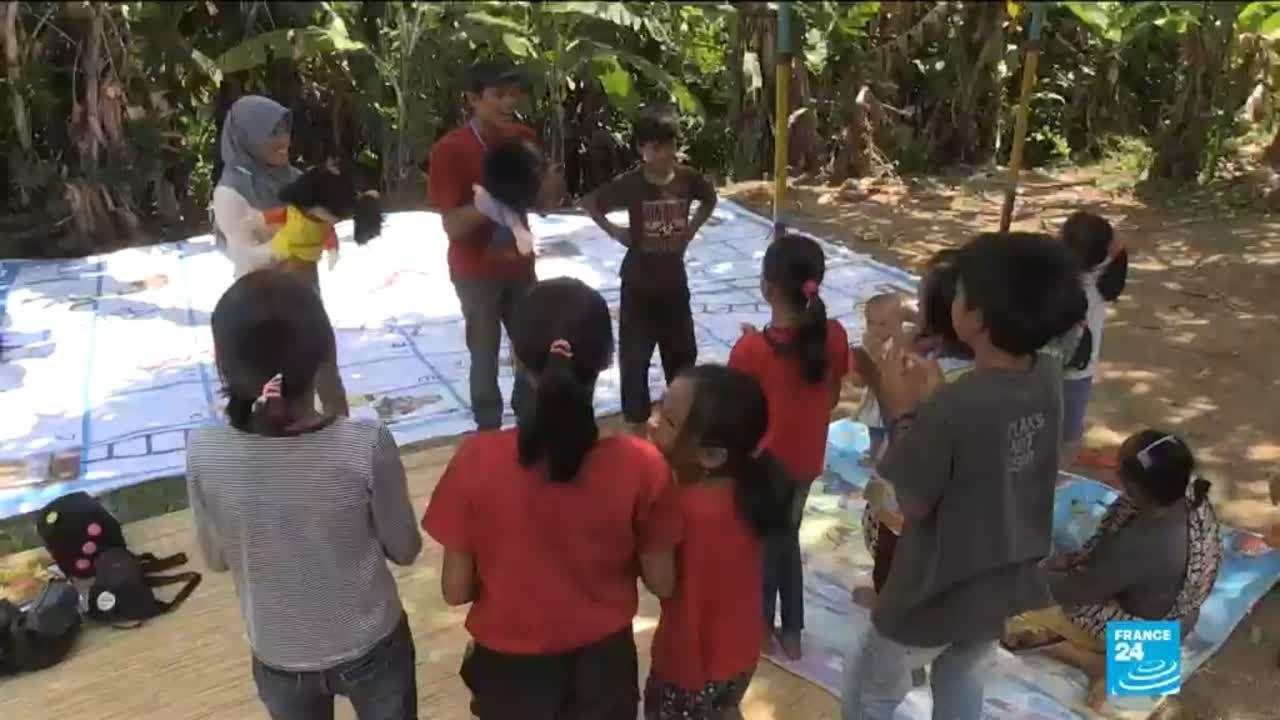فرانس 24:Indonesia earthquake: aid workers help children to cope in aftermath of disaster