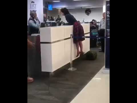 Women freaks out on jet blue staff