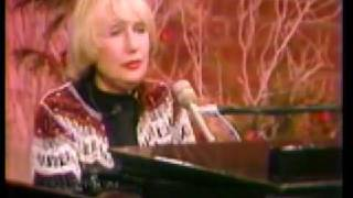 Blossom Dearie performs Lucky To Be Me
