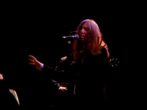 Patti Smith- Everybody wants 2 rule the world LIVE mp3
