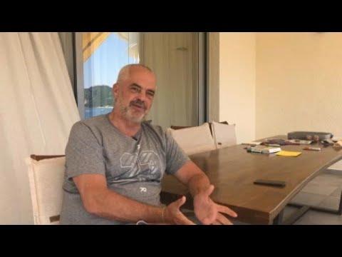 Partidos políticos albaneses mantêm braço-de-ferro