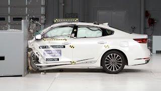2017 Kia Cadenza small overlap IIHS crash test