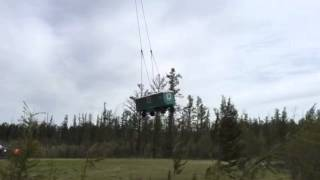 В Якутии самый большой вертолет в мире перевозит вахтовиков(Самый большой вертолет в мире Ми-26 в селе Крестях Сунтарского района перебрасывает вахтовый поселок компан..., 2015-08-18T06:42:00.000Z)
