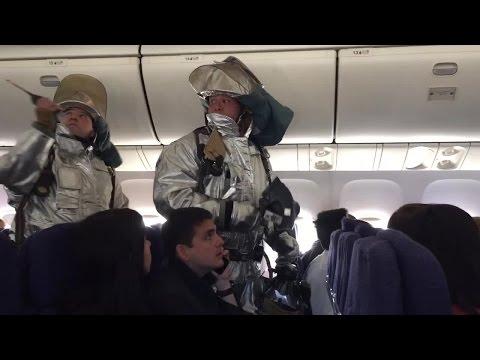 Hawaiian Airlines odor of smoke (Video: Chris Collard)