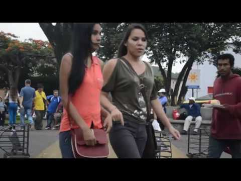 HD: As it is a moment in a street in Central America