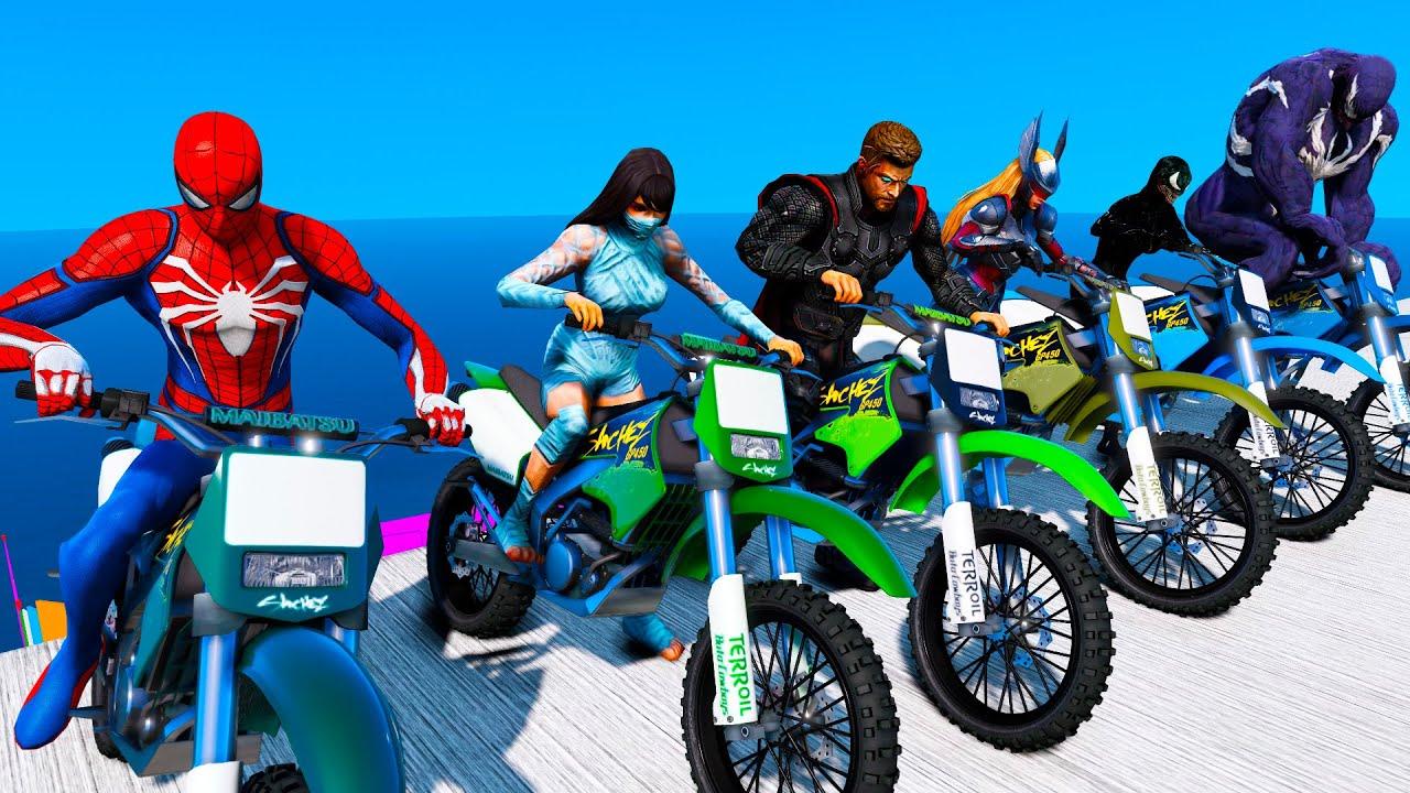 Super-Heróis e Homem Aranha Desafio com MOTOS! Spiderman Super Bike Challenge - GTA V