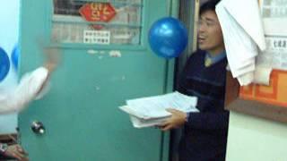 2002 年香港基督教信義會信義中學 7S 班 Last day 之英文教師