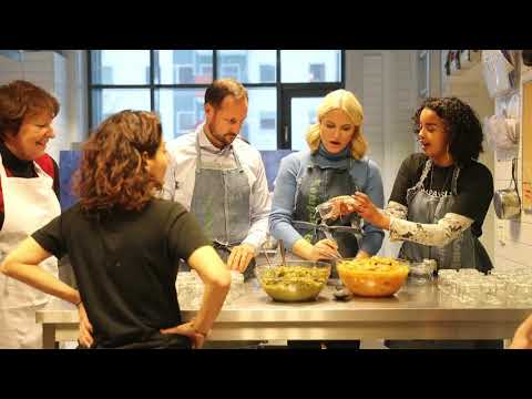 Crown Prince Haakon and Crown Princess Mette-Marit get cooking lessons