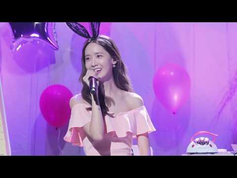 Yoona - Deoksugung Stonewall Walkway at Party (Fancam)