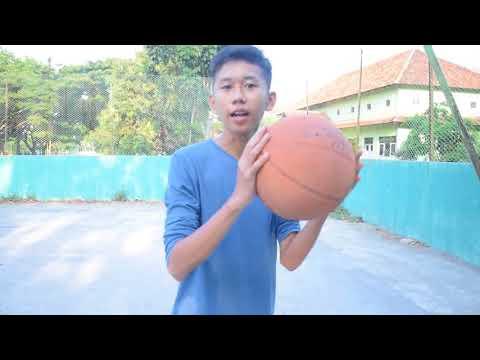 Episode kali ini membahas Tutorial Dribbling biar kamu lebih jago mainin bola basket. Ikutin terus tutorialnya dan jangan lupa....