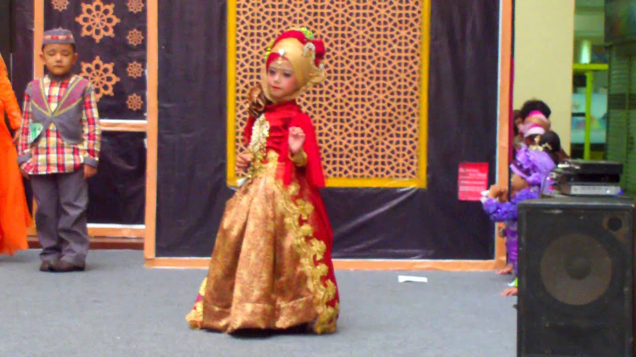 JOVINTA model cilik Fashion Show Busana MUSLIM - YouTube
