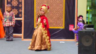 JOVINTA model cilik Fashion Show Busana MUSLIM
