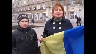 В Донецке напали на женщину из-за флага Украины