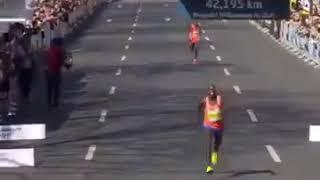 Финиш серебряного призера марафона в Ганновере