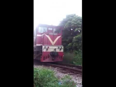 Tàu hỏa Việt Nam - The train - Đoàn tàu nhỏ - Đầu tàu