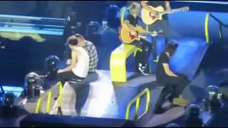 Download lagu WAPSPOT MOBI One Direction Funny Moments New 2016 MP3