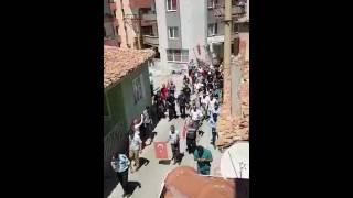 Gambar cover Şehit polis Ahmet Can'ın cenazesi camiye getirilirken