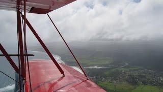 ハワイ・カウアイ島、Air Ventures Hawaiiの複葉機による遊覧飛行。 機...