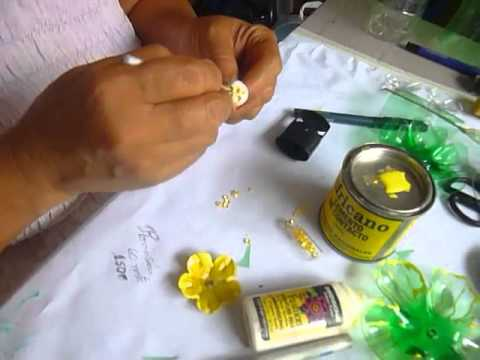 Como hacer flores con botellas de plastico youtube - Flores de plastico ...