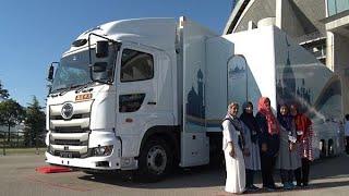 移動式ムスリム礼拝室 五輪にらみトラック改造