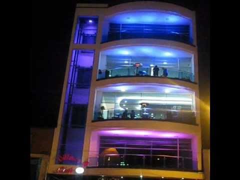 Iluminacion led fachada billares club 8 youtube - Iluminacion jardines leds ...