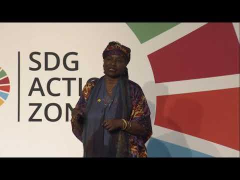 UNFPA Executive Director unpacks a UNFPA Sierra Leone dignity kit