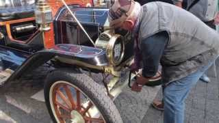 """""""Liebesgabenfahrt"""" in 100 Jahre alten Autos"""