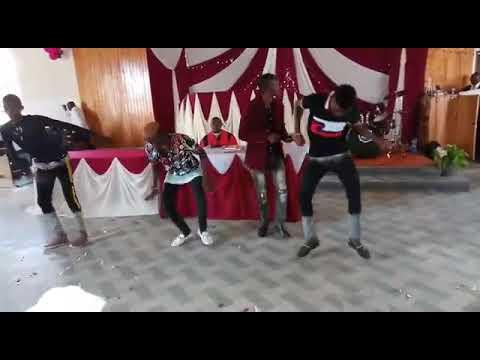Download ROSE MUHANDO FT ANTONY KYALO  WAKATI WANGU LIVE PERFORMANCR WITH MUNAT