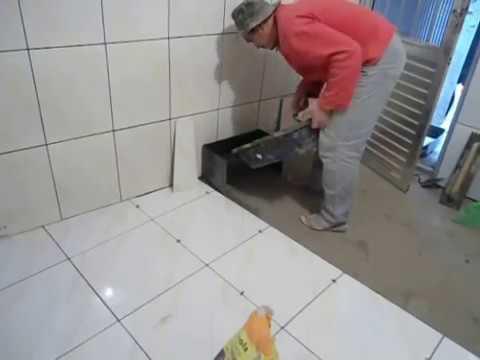 Aplica o r pida e pr tica de piso cer mica e porcelanato - Como blanquear el piso de ceramica ...