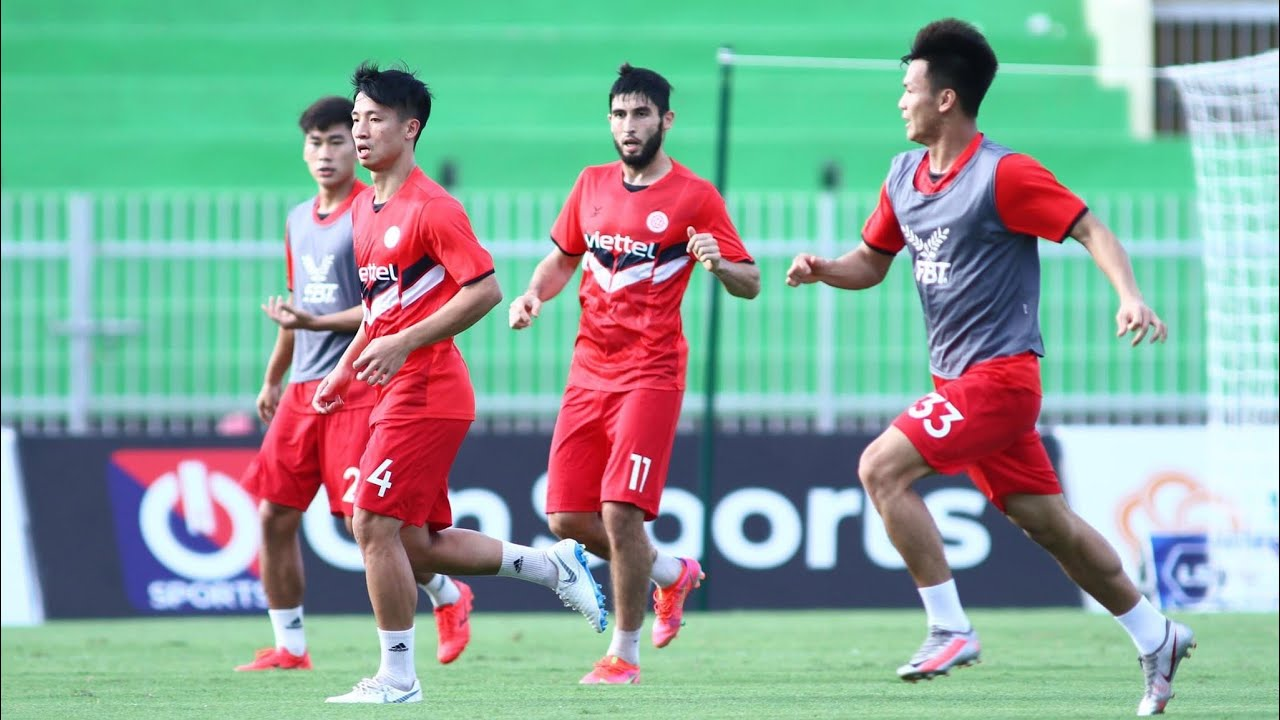 ĐKVĐ Viettel tập làm quen sân Quy Nhơn, sẵn sàng cho thử thách mang tên Topenland Bình Định