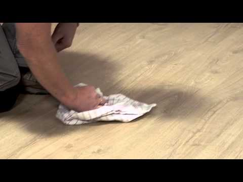Laminate flooring maintenance: how to deal with water spills