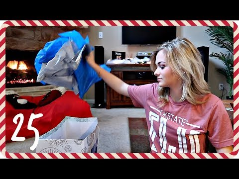 OPENING CHRISTMAS GIFTS | VLOGMAS DAY 25