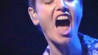 Download Video Sinéad O'Connor - Nothing Compares 2 u live MP3 3GP MP4