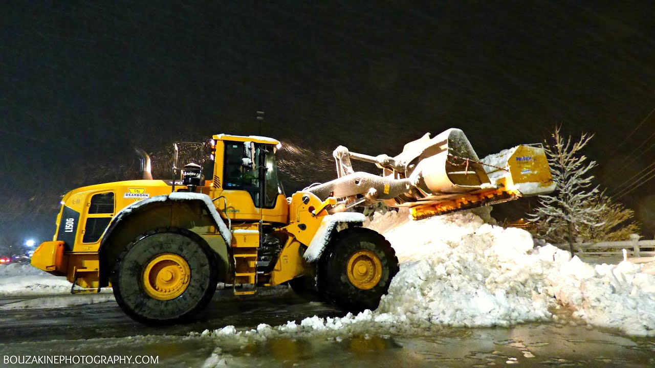 Volvo Snow Plow >> Volvo L150G Removing Snow - YouTube
