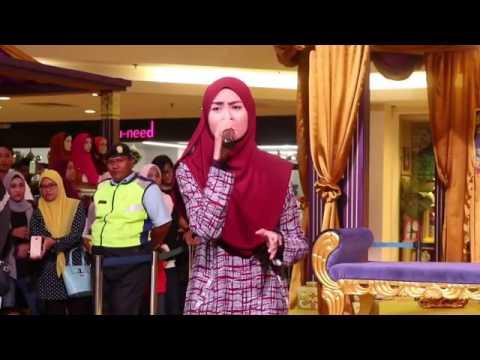 Wany Hasrita - Menahan Rindu live di Plaza Shah Alam