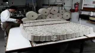 Materasso Candia Strom Firenze: ecco come viene prodotto(Questo video mostra il processo di produzione dei materassi Candia Strom lavorati a mano con materiali naturali. Candia Strom è uno dei marchi Natalini ..., 2014-04-29T14:21:57.000Z)