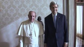 John Kerry talks with Pope Francis about refugees