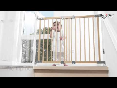 Flexi Fit Wood safety gate from Baby Dan