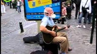 Straatmuzikant - oude man