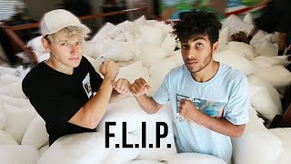 GAME of FLIP in 1000 PILLOWS